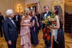 ROME - Koning Willem-Alexander en koningin Máxima hebben woensdagavond in het Palazzo Colonna in Rome afscheid genomen van de Italiaanse president Sergio Mattarella. Dat gebeurde na afloop van een concert en receptie die het koningspaar hun Italiaanse gastheer aanbood als dankzegging voor de gastvrijheid tijdens het dinsdag begonnen staatsbezoek. Met het afscheid is dat bezoek...