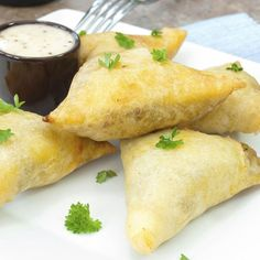 Creamy Chicken and Mushroom Filo Parcels. Another phyllo recipe! Phyllo Appetizers, Phyllo Recipes, Appetizer Recipes, Cooking Recipes, Pastries Recipes, Lamb Recipes, Party Appetizers, Healthy Appetizers, Cooking Tips