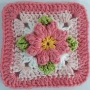 Granny square with flower centre #crochet #grannysquare
