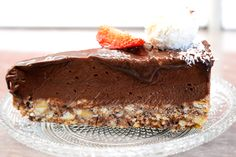 Cheesecake fara coacere, cremos si incredibil de gustos.   Ingrediente:  300 g biscuiti (eu am folosit Petit Beurre)  150 g unt  500 g mascarpone  700 g nutella  2 linguri cu varf de zahar pudra  2 linguri de cacao  1/2 lingurita esenta de vanilie  200 ml frisca lichida 30% Nutella, Biscuit, Cheesecake, Desserts, Food, Mascarpone, Tailgate Desserts, Deserts, Cheesecakes
