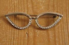 Vintage Cat Eye Glasses Brooch with Rhinestones 80s does by Nippes, €12.80