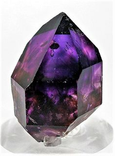 A jewel like this in my wedding ring Minerals And Gemstones, Crystals Minerals, Rocks And Minerals, Stones And Crystals, Gem Stones, Cool Rocks, All Things Purple, Rocks And Gems, Natural Crystals