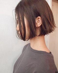 パツっと、ショートボブ✂︎ 夏はちょっと短めはいかがでしょうか . . 髪質、骨格、ライフスタイル、ファッション感にあったヘアにします☆ . 一人一人にグッとくるようなデザインを一緒に考えます是非一度相談してください‼️ . . . #shima #shimaplus1 #andohair #soupmagazine #vikka #onkul #fudge #吉祥寺美容室 #吉祥寺 #アニエスベー #ボブ #ショートボブ #抜け感 #オリージュ ネット予約はトップからできます当日予約やご希望があったり相談は、コメントもしくは、お店にお電話ください 0422-21-8433 . Short Bob Hairstyles, Hairstyles Haircuts, Pretty Hairstyles, Cut My Hair, New Hair, Girl Short Hair, Short Hair Cuts, Medium Hair Styles, Short Hair Styles