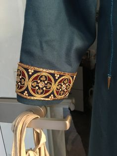 More ideas for black wool hooded coat Medieval Embroidery, Tambour Embroidery, Blackwork Embroidery, Embroidery Patterns, Medieval Fashion, Medieval Clothing, Steampunk Clothing, Historical Clothing, Medieval Crafts