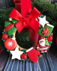 Christmas Cookies Gift, Christmas Baking, Christmas 2019, Christmas Wreaths, Merry Christmas, Christmas Decorations, Holiday Decor, Iced Cookies, Sugar Cookies