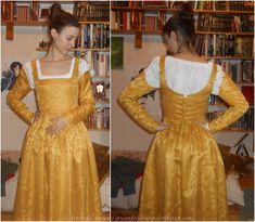 15th Century kirtle/Erendis cosplay