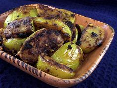 Green Tomatoes With Indian Spices Recipe - Genius Kitchendevice-iconsdevice-icons Best Indian Recipes, Indian Foods, Parmesan Roasted Cauliflower, Vegetarian Main Course, Tomato Curry, Green Tomatoes, Middle Eastern Recipes, Recipe For 4, Kitchens