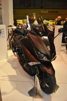 yamaha t max 530 carbon max feu led motorcycles pinterest accessoire moto et moto. Black Bedroom Furniture Sets. Home Design Ideas