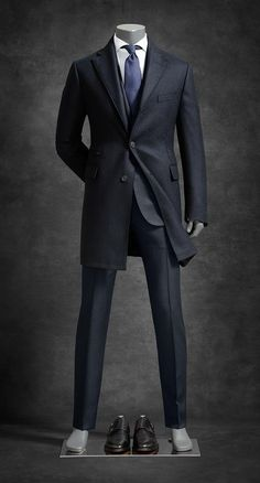 Luxury Vintage Madrid offers you the best selection of contemporary and vintage clothes from around the world discover our luxury brands Express delivery! Modern Mens Fashion, Mens Fashion Suits, Mens Suits, Designer Suits For Men, Casual Suit, Gentleman Style, Mens Clothing Styles, Men Dress, Cool Outfits