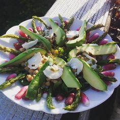 Salade avocat/asperges vertes croquantes /radis et beaucoup d'autres petites choses très gourmandes ! | Cuisinedamour