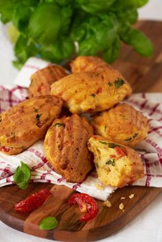 Hartige madeleintjes Party Snacks, High Tea, Tandoori Chicken, Potato Salad, Foodies, Yummy Food, Delicious Recipes, Food And Drink, Appetizers