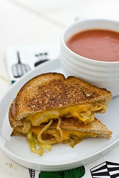 Drunken Grilled Cheese Sandwiches // Grilled cheese + beer = deliciousness