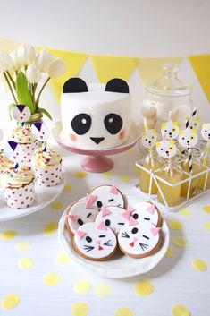 Sweet Table facile animaux et gâteau panda Panda Birthday Cake, Baby Birthday, Crazy Cakes, Gateau Baby Shower, Panda Cakes, Twins Cake, Birthday Roses, Panda Party, Number Cakes