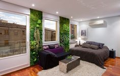 Bedroom green ambiance with a wall landscape made of preserved plants - Mur vegetal chambre