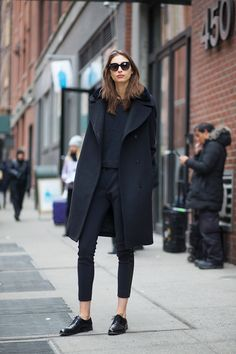 Street Style Outfits From New York Fashion Week. The Big Chill Street Style at New York Fashion Week. Looks Street Style, Autumn Street Style, Looks Style, Parisian Street Style, French Street, Autumn Style, Fashion Mode, Look Fashion, Autumn Fashion
