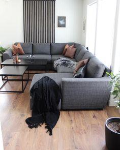 """Iris Røstad on Instagram: """"• Living room • Dere som har skyvedørsgarderobe, har dere et merke å anbefale? Vi tenker å ha det i gangen i nyhuset, men den må nok lages…"""" Dere, Couch, Iris, Inspiration, Furniture, Home Decor, Instagram, Biblical Inspiration, Settee"""