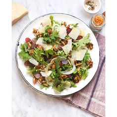 Fall flavors but still super light, this Grape and Fennel Arugula Salad with Savory Granola is a…