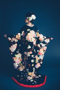くくる(CUCURU)  黒地相良花の舞 Ethnic Fashion, Kimono Fashion, Wedding Kimono, Japanese Wedding, Yukata, Japanese Kimono, Pure Beauty, Traditional Outfits, I Tattoo