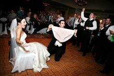 50 fun wedding photos: find out which bridal party poses look stupid, and what can be used as hilarious wedding photos in order to capture the cheerful atmosphere of a wedding celebration. Wedding Photo Fails, Funny Wedding Photos, Vintage Wedding Photos, Wedding Pics, Vintage Weddings, Lace Weddings, Wedding Ideas, Wedding Games, Wedding Dj
