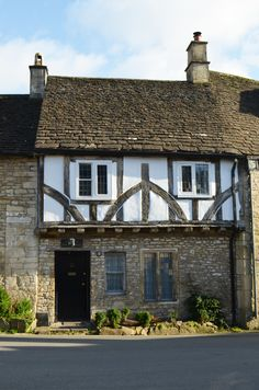 Snapshots from The Cotswolds - the Cardiff Cwtch Tudor Architecture, Bedroom Built In Wardrobe, England Houses, Salisbury Plain, Medieval Houses, English Cottages, England And Scotland, Anne Hathaway, Cottage Homes