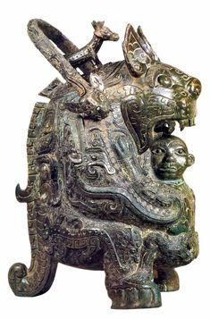 Ритуальный сосуд для вина в форме тигра проглатывающего человека Китай