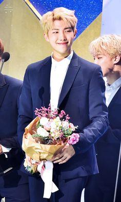 ♡ you're sooooo beautiful I can't tell you Seokjin, Kim Namjoon, Kim Taehyung, Mnet Asian Music Awards, Seoul Music Awards, K Pop, Jung Hoseok, Rapper, Jimin