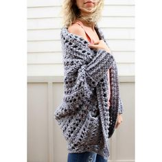 Easily constructed from a simple rectangle, this modern, on-trend chunky crochet cardigan comes together quickly with zero shaping, increasing or decreasing. Free pattern from Make & Do Crew featuring Lion Brand Wool-Ease Tonal yarn. Fast Crochet, Pull Crochet, Crochet Simple, Chunky Crochet, Double Crochet, Crochet Top, Cardigan Au Crochet, Cardigan Pattern, Crochet Shawl