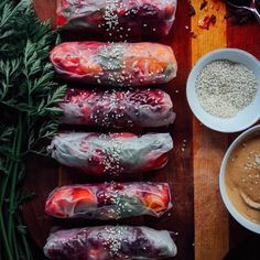 """Vegan Food Lovers Features SUMMER ROLLS w/ GARDEN VEGGIES, BASIL + TAHINI CHILI SAUCE ❤️ By @thisrawsomeveganlife  Tahini chili sauce: 2 tablespoons…"""