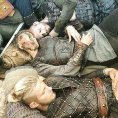 "alexander–ludwig: ""Everyone could do with a power nap sometimes. Even Viking Alexander Ludwig. One day til Thorsday! Vikings Tv Show, Ragnar Vikings, Vikings Tv Series, Ragnar Lothbrok, Floki, Lagertha, Bracelet Viking, Viking Jewelry, Thor"