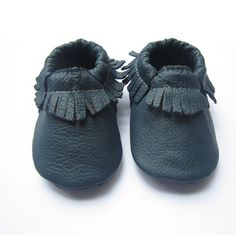 I started Mini Acorn Moccs with the goal in mind to deliver stylish moccs at mini prices. Each pair of moccasins is made with attention, quality and pure love. We want to make sure that every mini foot they cover are stylish and happy. Mini Acorn sincerely hopes that parents and their mini alike enjoy our product!Size 4.5 / 0-6m ( 4.4IN / 11.2CM )Size 5.5 / 6-12m ( 4.9IN / 12.5CM )Size 6.5 / 12-18m ( 5.3IN / 13.5CM )Size 7.5 / 18-24m ( 5.7IN / 14.5CM)