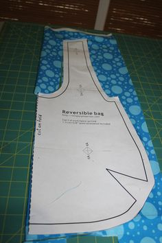 1 Choice 4 Quilting: Reversible Bag Tutorial featuring Ticklish by Me My Sister Designs Denim Bag Patterns, Hobo Bag Patterns, Sewing Patterns, Tote Pattern, Wallet Pattern, Fabric Bags, Fabric Basket, Small Sewing Projects, Fun Projects