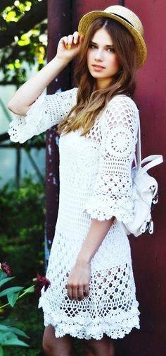Como ustedes ya saben el crochet me encanta,   tanto en vestidos, faldas, remeras, chaquetas...   le da ese toque bo...