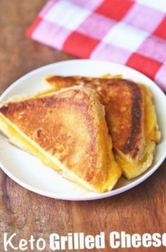 An easy recipe for a healthy and tasty keto grilled cheese sandwich made with coconut flour bread then grilled in butter until perfectly golden and cheesy. An easy recipe for a healt Keto Bread Coconut Flour, Keto Flour, Keto Banana Bread, Almond Flour Recipes, Almond Meal, Sugar Bread, Coconut Cheese, Honey Bread, Coconut Oil