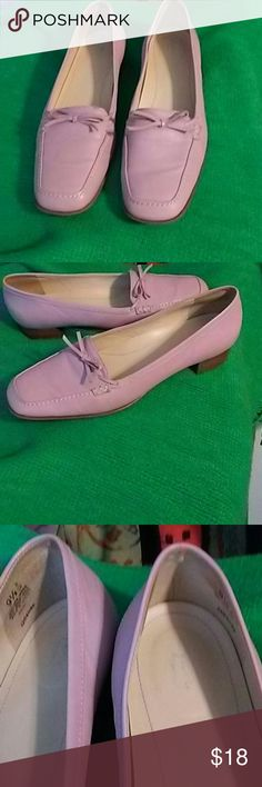 Easy Spirit Rose Pink Shoes with Bow Very Comfortable! Easy Spirit Rose Pink Shoes with Bow. Cushioned Insole. Size 9.5. Minor scuffs. Very Good Condition. Easy Spirit Shoes Flats & Loafers
