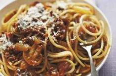 After 40 years, this spaghetti Bolognese recipe is still a favourite in many households. Taken from a May 1971 Woman's Weekly issue, this classic recipe hasn't changed. Add your mince sauce to spaghetti and sprinkle with Parmesan cheese Slimming World Spaghetti Bolognese, Traditional Spaghetti Bolognese, Easy Spaghetti Bolognese, Best Spaghetti, Spaghetti Sauce, Homemade Bolognese Sauce, Bolognese Recipe, Portobello, Bbc Good Food Recipes