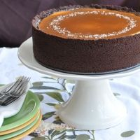 make with a half graham cracker/half oreo crust) dosn't need the caramel topping!