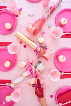 Post-table: What it is, how to do it and 60 decorating tips Birthday Bbq, Adult Birthday Party, Birthday Cakes, Birthday Ideas, Post Bank, Party Blowers, Party Props, Party Ideas, A Little Party
