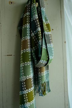 Scarf by Kindred Threads on flickr. Plain weave bamboo with supplementary warp + weft floats.