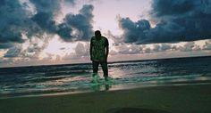 Se o mar me submergir  A tua mão me trás a força para respeitar e me faz andar sobre as águas 🌊