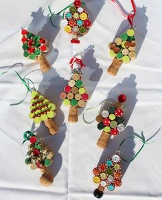Wonderful DIY Christmas Tree Ornaments Using Wine Corks | WonderfulDIY.com