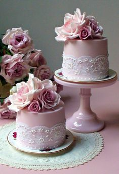 These are gorgeous cakes!