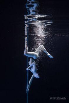 Estos Subacuáticas Pole Dancers tomará su respiración ausente