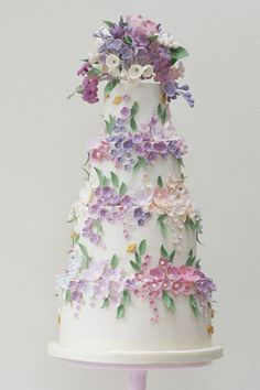 Stylish, couture wedding cake designs, expertly crafted by award-winning London wedding cake designer Rosalind Miller. They specialize in bespoke luxury wedding cakes that will truly inspire. Click here to see 28 glamorous wedding cake. ...