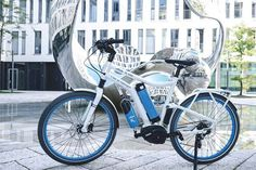 World's first: Hydrogen Fuel Cell Bicycle by Linde Hydrogen Powered Cars, Hydrogen Fuel, Electric Cycle, Fuel Cell Cars, Clean Technology, Mode Of Transport, Car Manufacturers, First World, Transportation