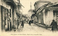 """The street """"Meckin Kamen"""" in the Old Town overlooking the west in 1917. In the background is Isak mosque."""