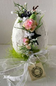 Easter egg flower decoration Easter egg flower decoration from simply beautiful on Etsy Easter Flower Arrangements, Easter Flowers, Flower Centerpieces, Egg Crafts, Crafts To Do, Easter Crafts, Diy Easter Decorations, Flower Decorations, Diy Osterschmuck