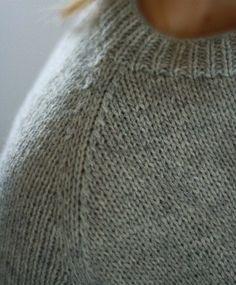 Уже не для кого ни секрет, что многие против вязания линии реглана простым тупым квадратом, наши тела более совершенны, если по ним, конечно, не проехался каток, поэтому если это не оверсайз пуловер …