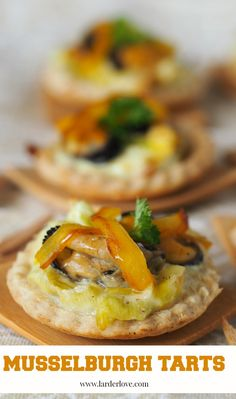 A simple recipe for mussel and leek tarts perfect for a party Scottish Recipes, Turkish Recipes, Ethnic Recipes, Romanian Food, Romanian Recipes, Great Recipes, Healthy Recipes, Healthy Food, Leek Tart