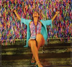 Ainda sobre as cores da Bahia e as boas vibrações do verão.  A apresentadora Lívia Andrade arrasou com o Body Serafina! O print cultural e o shape repleto de recortes é sofisticado e cheio de cores!