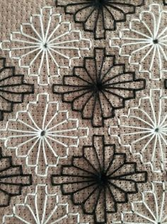 Ayşe Ozan's media content and analytics Weaving Patterns, Embroidery Patterns, Hand Embroidery, Cross Stitch Patterns, Machine Embroidery, Bargello, Swedish Embroidery, Chicken Scratch, Brazilian Embroidery